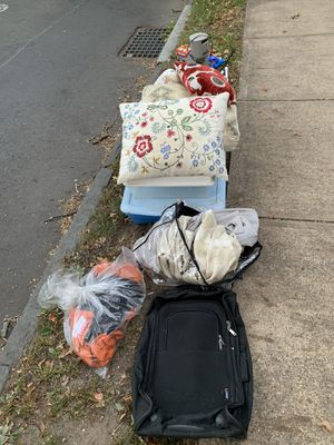 FREE items - sidewalk alert! for Sale in New Haven, CT