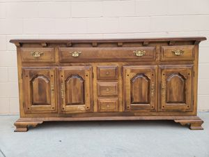 Rockingham vintage console media entryway buffet table for Sale in Huntington Beach, CA