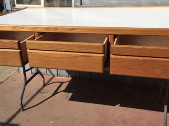 Twin Flat Bed Frame With Three Drawers In Good Condition for Sale in Fresno,  CA