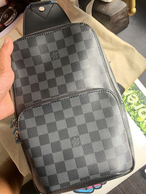 Louis Vuitton AVENUE SLING BAG for Sale in Miami, FL