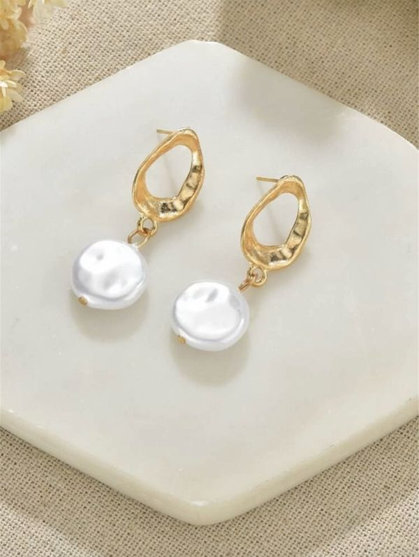 Pearl decor drop earring
