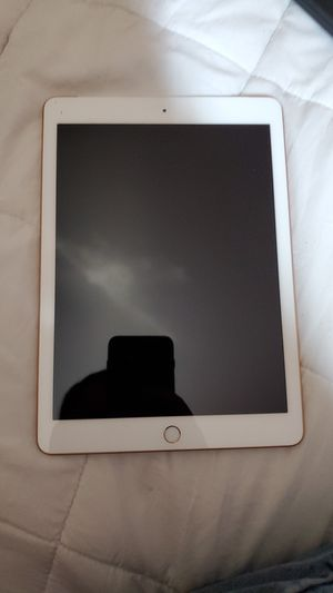 iPad 6 with otterbox for Sale in San Benito, TX