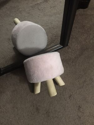 Small Pink stool for Sale in Orlando, FL