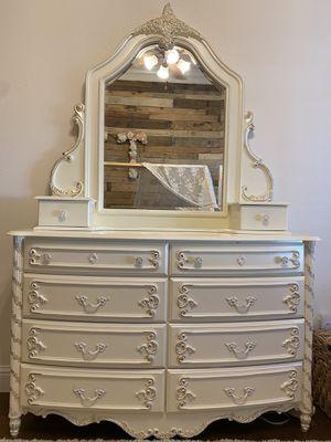 Dresser and Mirror for Sale in Clovis, CA