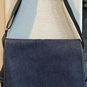 Vintage Dooney & Bourke denim messenger bag for Sale in Las Vegas, NV