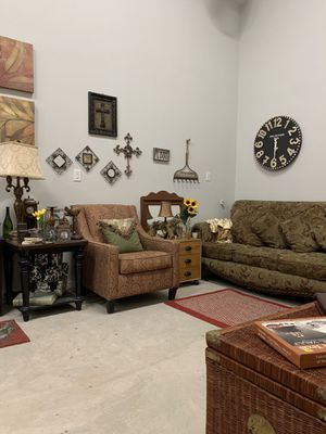Furniture, appliances, home decor, tools, clothes, etc.. for Sale in Kennedale, TX