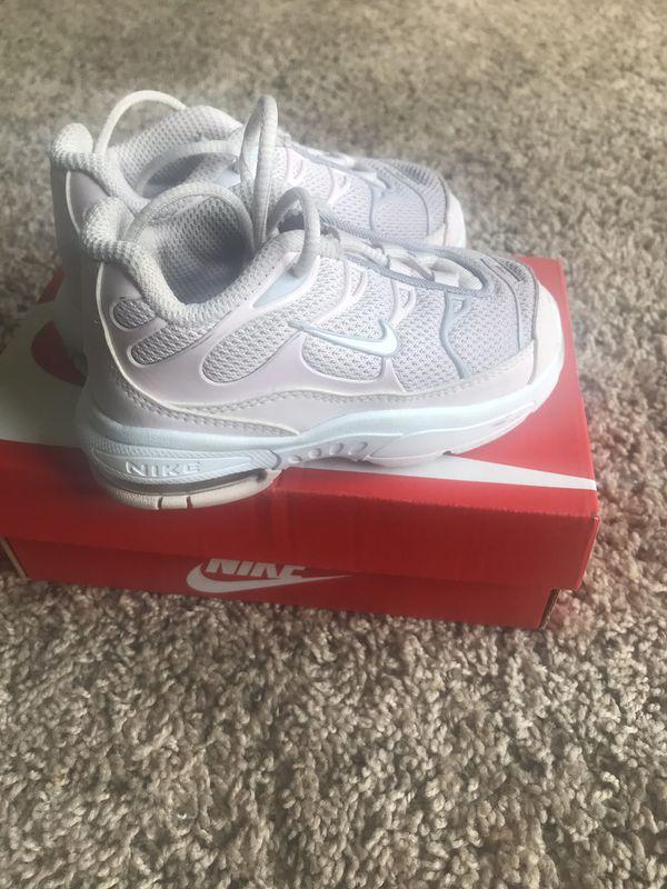 Kids Nikes size 7