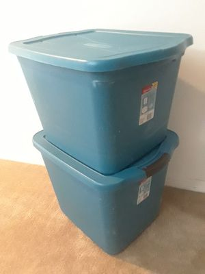 Two Rubbermaid Containers 18 Gal and 21 Gal for Sale in Lehigh Acres, FL