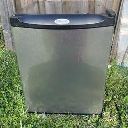 Whirlpool mini Fridge for Sale in Edgewater,  FL