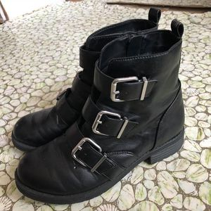 Size 8 black boots for Sale in Wrightsville, PA