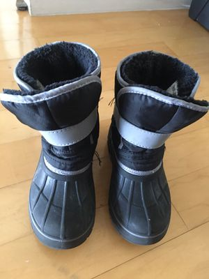 Kids size 11/12 winter snow boots for Sale in Miami, FL