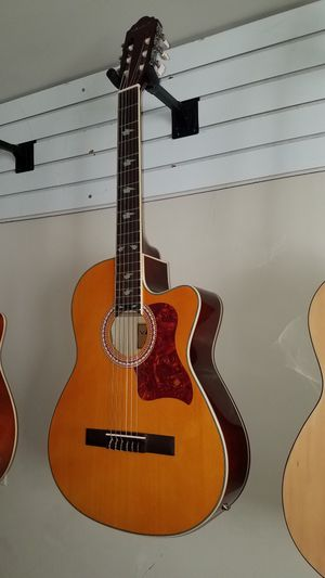 Guitarra clasica electroacustica for Sale in Mount Rainier, MD