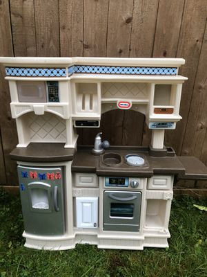 Little tikes playset kitchen set for Sale in Snohomish, WA