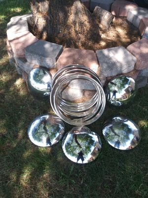 14 inch Beauty rims and hubcaps for Sale in Pico Rivera, CA
