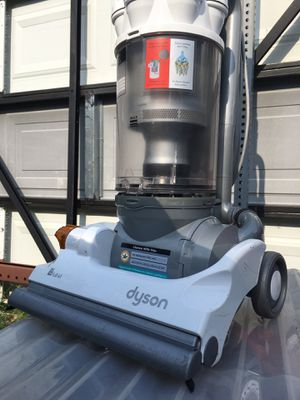 Dyson DC14 White Upright Bagless Vacuum Cleaner for Sale in Cedar Hill, TX