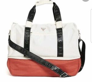 Guess travel duffle / gym bag / travel bag for Sale in Puyallup, WA