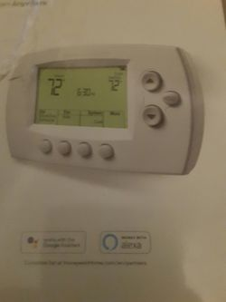 Honey well thermostat for Sale in Bakersfield,  CA