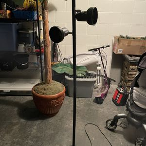 lamp 3 light for Sale in Orlando, FL