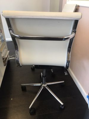 White office chairs for Sale in Pleasant Hill, CA