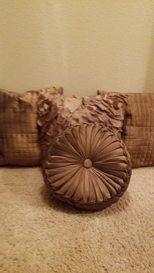 4 pillows for Sale in Austin, TX