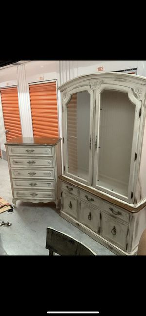 Thomasville Display Hutch China cabinet for Sale in Plantation, FL