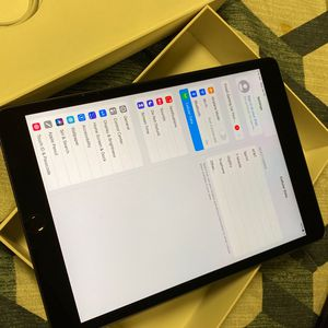 Ipad 7th Gen Cellular+wifa 32gb for Sale in Arlington, VA