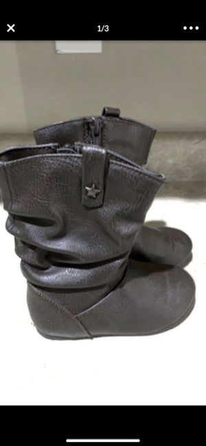 Toddlers girls boots size 8 excellent conditions like new $8firm for Sale in Laveen Village, AZ