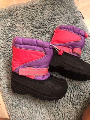 Snow boots for girls size 11/12 Pick up near union station in Los Angeles $15 excellent condition for Sale in Los Angeles, CA