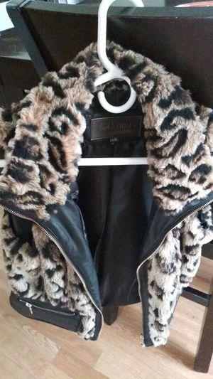 Faux fur vest large for Sale in Harrison charter Township, MI