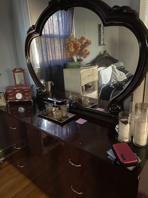Dresser and mirror for Sale in Chicago, IL