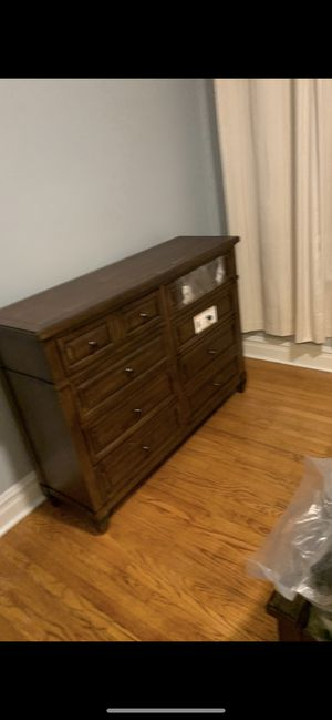Bedroom set 500.00 for Sale in Chicago, IL