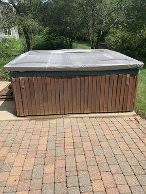 Free Hot Tub for pickup for Sale in Aurora, IL