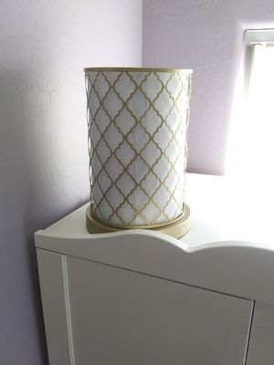 Cylinder Modern nice LAMP- LooKs like new - $15 takes it for Sale in Avondale, AZ