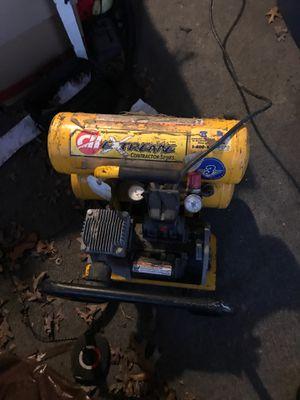 CH EXREME CONTRACTOR SERIES compressor. 4 gallon 125psi for Sale in Tuckerton, NJ