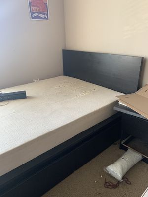 Free bed frame with drawers for Sale in Oakland, CA