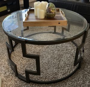 Coffee table and two side tables for Sale in Pearland, TX