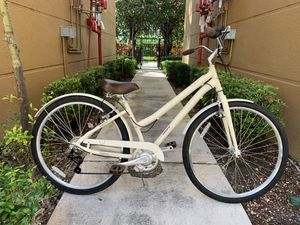 """Huffy Bicycle 26"""" wheels , used couple of time by my wife ! for Sale in Aventura, FL"""