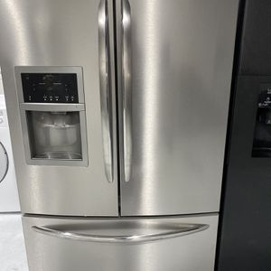 "Frigidaire Gallery Refrigerator ""warranty"" for Sale in Miami, FL"