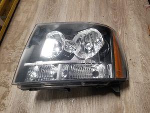 08 Silverado / avalanche headlight for Sale in KENT, WA