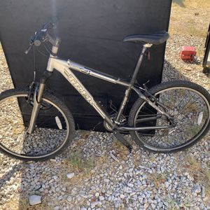 Trek Mountain Bike Series 4 41cm for Sale in Phoenix, AZ