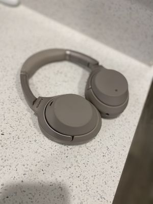 Sony WH-1000XM3 Wireless Industry Leading Noise Canceling Overhead Headphones with Mic for Phone-Call and Alexa Voice Control, Silver for Sale in Las Vegas, NV