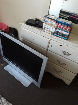 """Magnavox TV 40 """" with DVD an movies for Sale in Fresno, CA"""