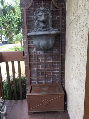 Lion Fountain Outdoor Statue for Sale in Burbank, CA
