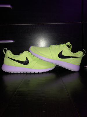 Roshe one neon yellow NEW for Sale in Greenwood, IN