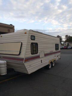 1991 chateau 18-ft travel trailer like new original owner everything works all books and records roof air ing for Sale in North Bergen, NJ