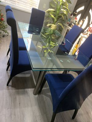 Italian designer dining table retail $4000 my price $400 for Sale in Miami, FL