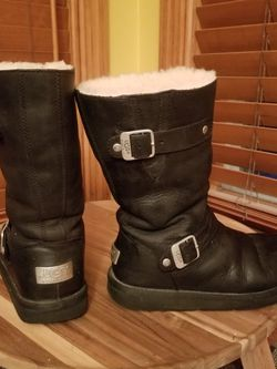 Black leather UGGS for Sale in Westchester,  IL