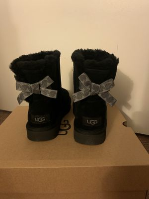 100% Authentic Brand New in Box UGG Swirl Mini Bow Boots / Color: Black / Women size 7 for Sale in Walnut Creek, CA