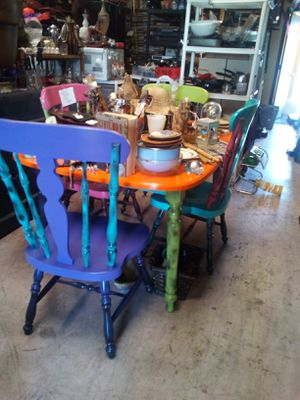 I'm very Florida s kitchen table and 4 chairs all solid wood for Sale in Holiday, FL