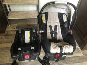 Graco Snugride 35 Car Seat with extra click base for Sale in Flower Mound, TX
